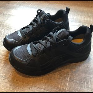LIKE NEW Keen Sneaker size 11 EE (wide)
